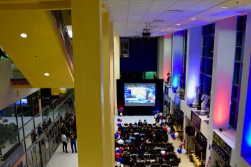 Students watch the 2016 presidential election votes come in together in the Commons